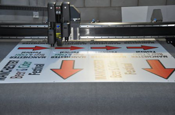 Cutting sign boards on the Summa F1612 cutter